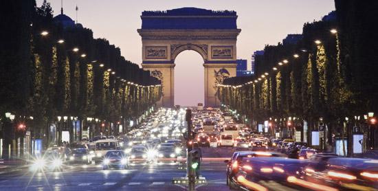 Champs-Elysées-nuit-_-550x278-_-©-Thinkstock.jpg