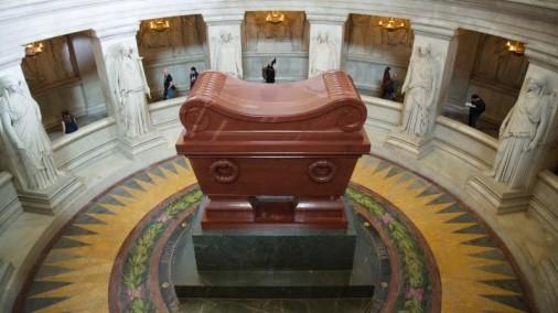Tomb-of-Napoleon-Musée-de-l'Armée-Invalides-Paris-France-800x450.jpg